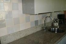 Keukens met tegels van Tegelmakerij AAN HUIS GEBAKKEN