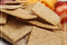 Gluten Free Crackers / Sometimes you just need a salty crunch. With theses recipe ideas you don't have to sacrifice your health to crunch crunch crunch.