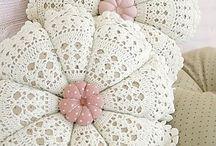 Almohadones para decorar la casa a crochet
