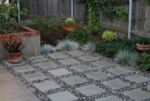 Side stone and gravel