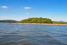 Fürdőzés / A Dunakanyarban szuper strandok és fürdők vannak, hogy csak néhányat említsünk: Leányfalu Termálfürdő, Gödi Strand, Váci Strand, Dunabogdány szabadstrand vagy épp a Szigetcsúcs.