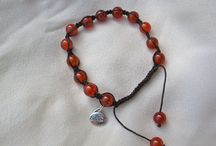 Carnelian jewellery present for energy and success / Carnelian jewellery like carnelian bracelets and necklaces are said to have the magical gift of energy.  Carnelian gemstone is thought to bring about energy and passion in the wearer. Carnelian is thought to shore up confidence and strength. An ideal present to give someone confidence and wish them success.