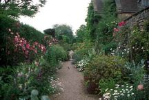 Beautiful English gardens / Some great gardens in the UK a few belong to historic homes.