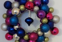 Christmas Ball Wreath / How to make your own wreath with inexpensive Christmas balls or