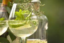 Vårfint med vin / Inspirasjonsbilder vårlig stemning, frisk og fruktig vin til mange anledninger. Hvite og grønne farger