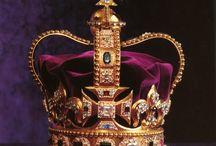 Crowns & Tiaras/Kroner, Tiaraer & Diadem / by Chris Rune