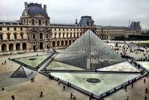 Het louvre / het Louvre als Icoon van Parijs