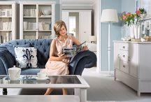 Klimat wybrzeża / Przenieś atmosferę wakacji do swojego domu. Styl Hampton jest ponadczasowy i sprzyja rodzinnym chwilom. Postaw na połączenie bieli, odcieni błękitu i jasnego drewna.