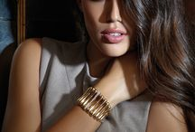 Natural Elegance / Sinuous Shapes in Gold and Diamonds Collection