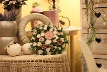 Bokréta Kerámia Virág / Egyedi kerámia virágok. Csokrok, asztaldíszek, koszorúk, kreatív ötletek.