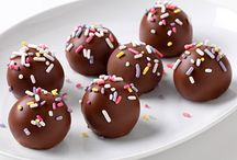 Brownie, Cake & Cookie Balls / Pops / by Lisa Labelle