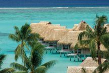 Moorea, Tahiti y sus Islas, Polinesia Francesa / La bella y natural isla de Moorea, a solo 30 minutos de Tahiti, navegando en un ferry.