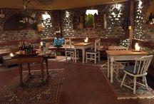 Enoteca / Un posticino caldo ed accogliente per un aperitivo o un #dopocena tra amici #enoteca #cadelach #revinelago #treviso