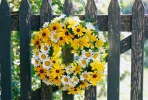 BlaCk-EyeD SusAns aNd DaiSieS / SiMpLe BeAutY / by KaLiCo KaTe