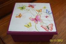 mesa con mariposas