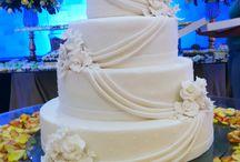 Bolo Cascata com Flores / Bolo de Casamento com detalhes em Flores por Ana Barros Bolos