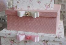 caixas de madeira em tecido