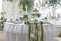 Büffets, gedeckte Tische und Dekorationen zu besonderen Anlässen