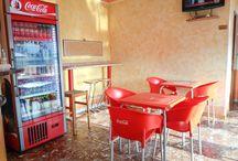 Foto di Interno / Foto interne del negozio. Seduto, cibo, cuochi, Yumms foto.