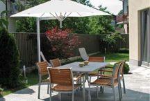 Parasol et voiles / Pratiques et essentiels pour apprécier le soleil, les parasols sont de véritables objets de décoration. Le choix des couleurs est vaste, pour l'associer au mieux à votre jardin.