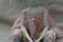 ...кудряшки-очаровашки, маленькие куколки, разные аксессуары к ним.
