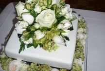 unique wedding flowers / - all styles - lots of texture - woodland lanterns - vintage/country/natives - hire vases,votives,mirrors,table runners,urns & pedestals,freestanding pots/containers