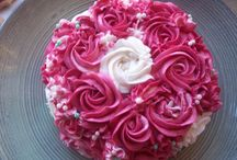 ROSE CAKES / I love roses especially edible ones. I am fascinated by rose piping so here are a few I have done on cakes and cupcakes.
