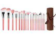Pink Bambu / Professional #ecofriendly #makeup brush, All sustainable #bamboo handle, #Vegan soft #synthetic bristles, #Hypoallergenic bristles, 100% #crueltyfree