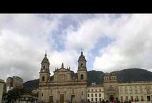 Recorridos por el patrimonio / Visitas por lugares históricos, representativos, tradicionales, culturales, barrios emblemáticos, plazas y parques de la ciudad, esculturas y monumentos, edificaciones históricas y humedales de Bogotá y sus alrededores.