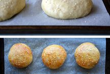 Hamburgers /  buns