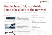 """Minimalist web design / Minimalistický web dizajn je založený na klasickom princípe minimalizmu - zdôrazniť významné zložky diela odstránením všetkého, čo je postrádateľné. Pre dosiahnutie maximálneho účinku sa používa jednoduchý vzhľad webstránky s minimom farieb a webových prvkov, kladie sa dôraz na typografiu a decentné detaily, pracuje sa s bielym alebo negatívnym priestorom. A v zmysle hesla """"menej je viac"""" ide všetko zbytočné cez palubu."""