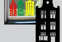 """Raamstickers """"Aan de Amsterdamse Grachten"""" / Statich hechtende raamstickers van Grachtenpandjes. Er zijn 7 verschillende panden. Bouw je eigen straatje."""