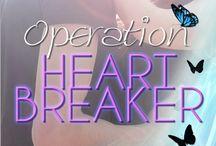 Operation Heartbreaker (Young Adult) / Ally entdeckt, dass ihr Vater nicht vor Jahren ums Leben gekommen ist, sondern der Kopf eines mächtigen Syndikats ist und sich in Paris versteckt. Um ihn aufzuspüren mischt sich die Siebzehnjährige in seine illegalen Geschäfte und zwingt ihn aus dem Untergrund.  Dass sie sich dabei in den Feind verliebt war nicht geplant.