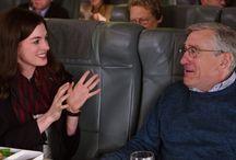 Lo Stagista Inaspettato / Anne Hathaway e Robert de Niro sono protagonisti della commedia Uno stagista inaspettato, dal 15 ottobre al cinema.