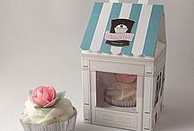 Cupcake / Pretty and unusual cupcake boxes and wrappers