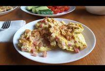 Scrambled eggs with ham. Omletă cu șuncă. Омлет с колбасой. / Ingredients: 4 eggs, ham-250g, olive oil, salt and peperocino. Ingrediente: 4 ouă, șuncă-250g, ulei de măsline, sare și piper. Ингредиенты: яйца-4шт, колбаса-250г, масло оливковое, соль и пеперочино.