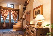 """Casa Minnie - Pragelato - Italy / • ARCHITECT ROBERTA MOSCONI • Il legno antico conferisce intensità e calore, mentre i caratteristici intagli sui mobili, i dettagli artigianali e in generale tutte le lavorazioni conferiscono un tono """"alto"""", senza perdere quel tocco di familiarità che dovrebbe essere proprio ogni abitazione montana."""