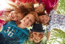 100 jeux pour animer une colonie de vacances, un camp, une classe découverte / 100 jeux pour animer un groupe d'enfants ou d'ados lors des séjours scolaires ou extrascolaires : classe de découverte, colonie de vacances, camps, stages, mini-séjour, colo ou centre de vacances, classe verte, classe nature, classe de mer...