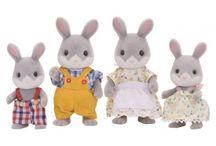 Sylvanian Families Rodzina Szarych Króliczków / Wyjątkowe zabawki dla dzieci marki Sylvanian Families