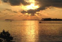Tropical Sunsets / This is a place of inspiring, romantic, equatorial sunsets that dissolve into the evening sea