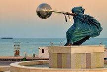 Lorenzo Quinn sculpture