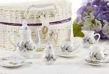 Girls Porcelain and Tin Tea Sets / Presenting our fabulous assortment of Girls Porcelain and Tin Tea Sets