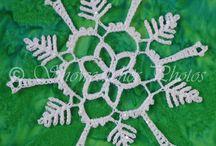 Snowflakes / Snowflake patterns.