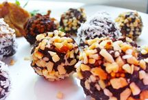 ⓥ Raw Vegan Truffles (Chocolate, Almonds and Cashews)