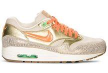 I <heart3 sneakers