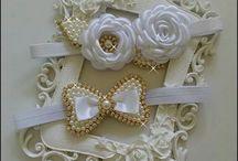 faixas laços e flores