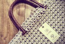 Torby ręcznie robione na szydełku i na drutach / Powstają z pasji i marzeń o wyjątkowości i niepowtarzalności w powtarzalnym świecie. Z radości tworzenia rzeczy niecodziennych, których nie kupisz ot tak sobie w sklepie.  Ręcznie robione torby z bawełnianego sznurka, wełny, ekologicznej bawełny w różnych kolorach, wykonane różnymi ściegami, duże i pojemne, na ramię albo do ręki. Oryginalne i niecodzienne. Świetne jako prezent na każdą okazję.  Na zamówienie w Siedlisku na Wygonie na Mazurach www.nawygonie.pl