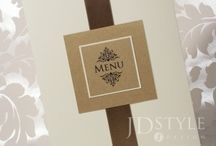Menu weselne na stół / Ekskluzywnie przedstawione menu weselne na stołach sprawi, że obiad będzie smakował o wiele lepiej.