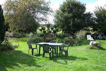Les jardins / Différents jardins entourent la maison.