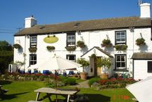 Places to eat / Devon and Cornwall are rich with fresh and delicious meats, fish and dairy produce which are used in many of the local restaurants and pubs.
